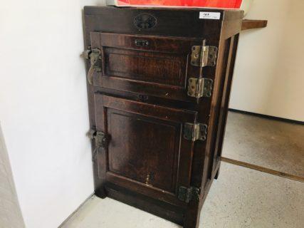 木製の冷蔵庫